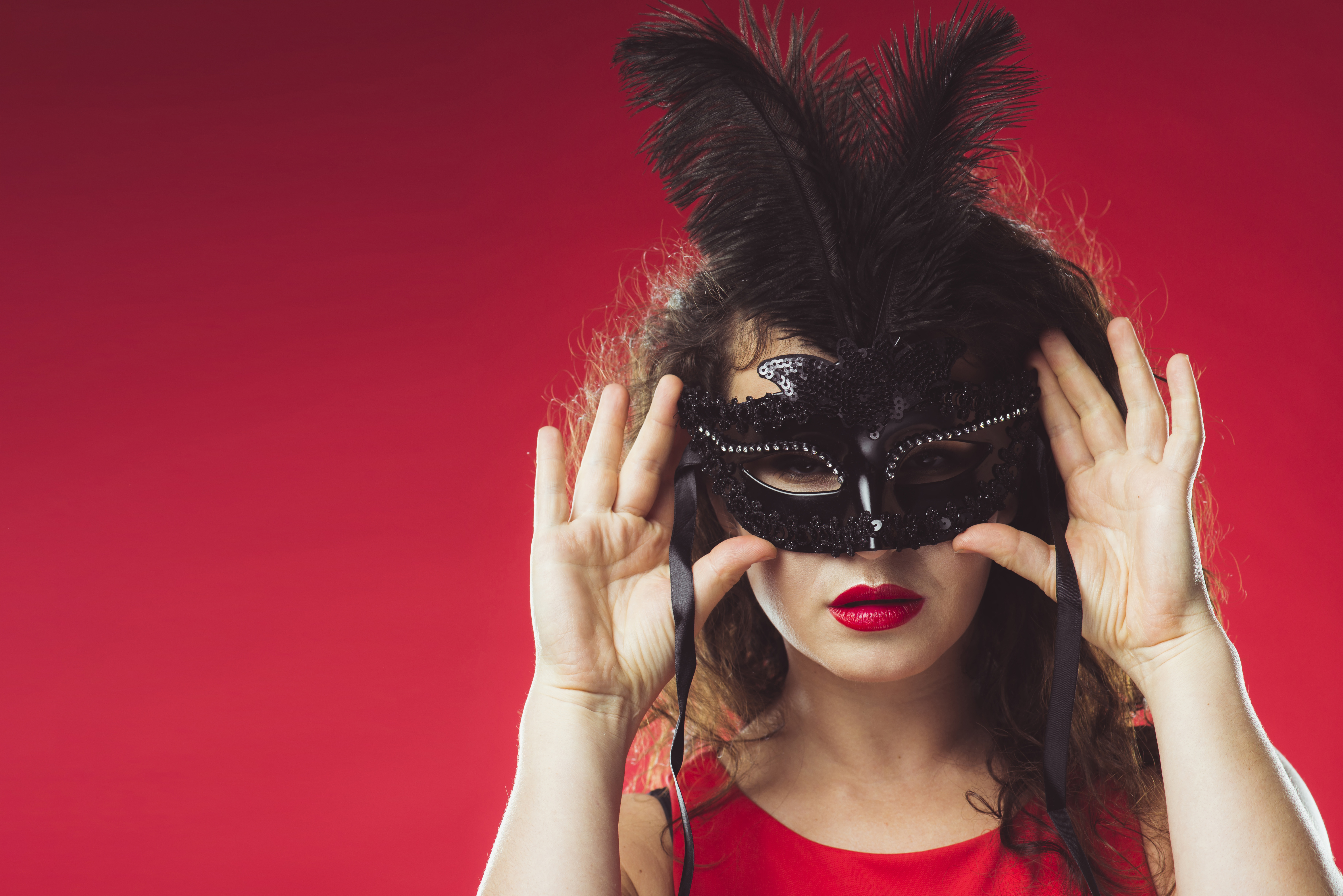 Девушка с масками настроения