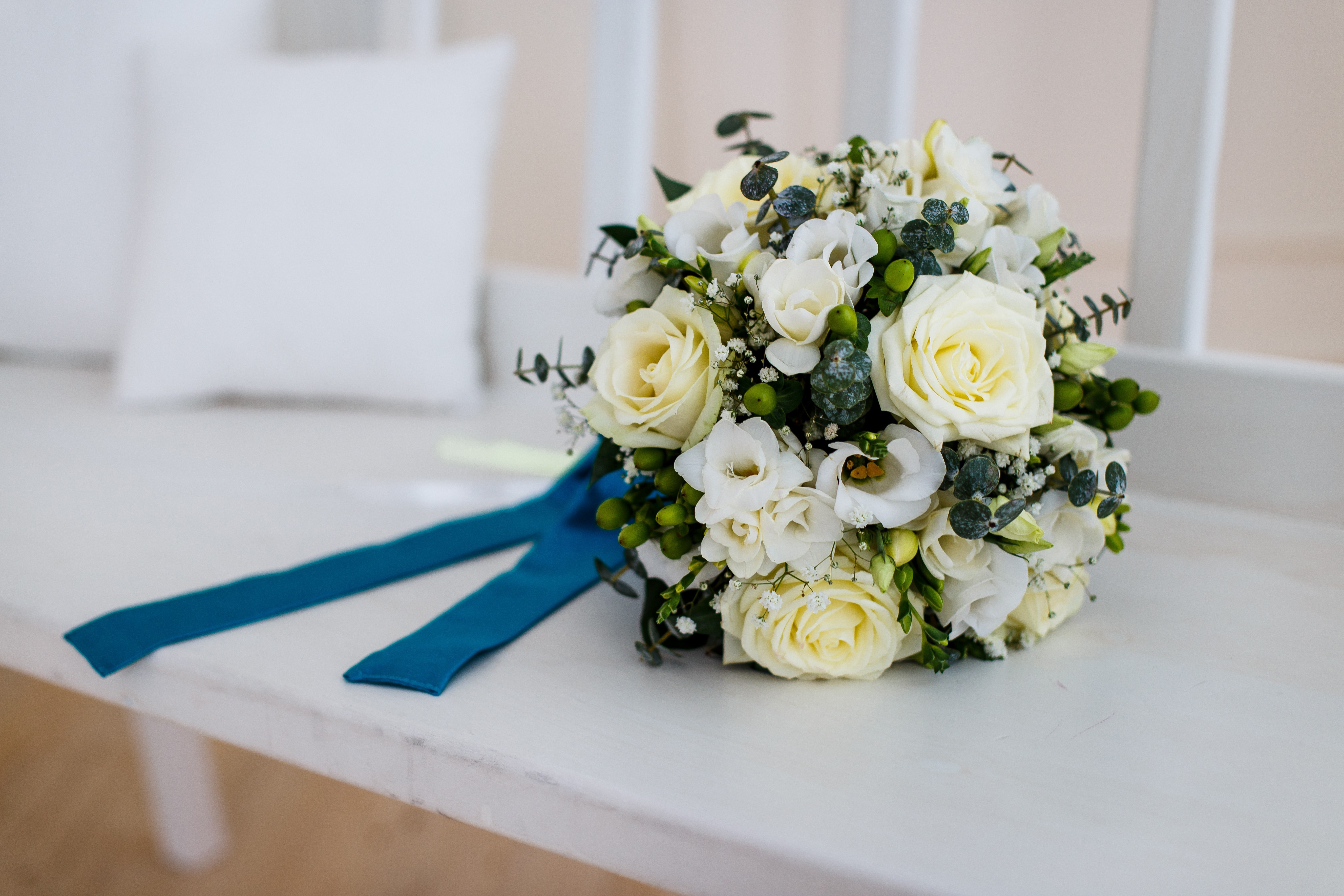 Купить, сватбен букет белые розы