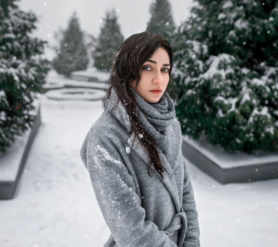 собеседница объясняет, брюнетки под снегом фото чего они