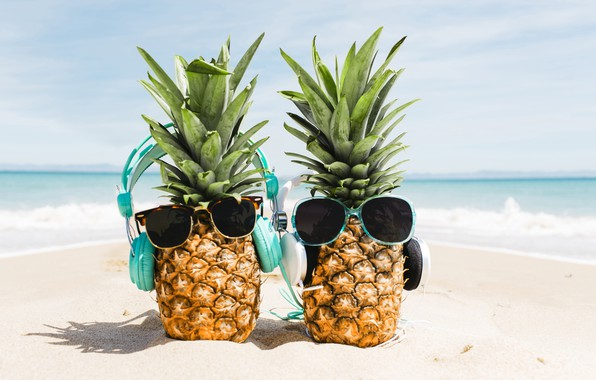 Картинка песок, море, пляж, лето, отдых, наушники, очки, summer, ананас, happy, beach, каникулы, sea, headphones, sand, ...