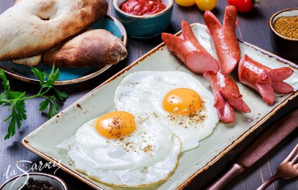 Картинка сосиски, яйца, хлеб, овощи