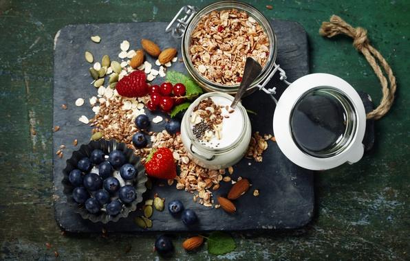 Картинка ягоды, завтрак, черника, клубника, орехи, мюсли, йогурт, красная смородина