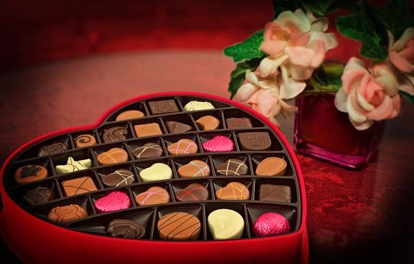 Картинка цветы, праздник, коробка, розы, конфеты, ваза