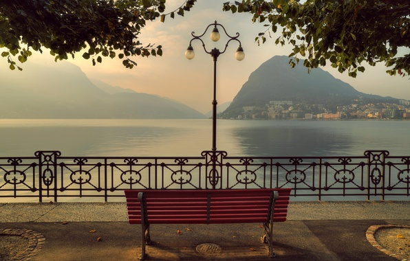 Картинка горы, скамейка, озеро, Швейцария, Альпы, фонарь, набережная, Switzerland, Alps, Lake Lugano, Ticino, Тичино, Lugano, озеро …