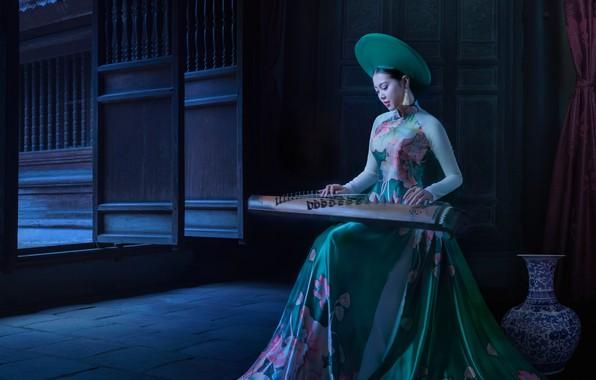 Картинка девушка, поза, стиль, музыка, комната, модель, плитка, игра, обработка, шляпа, двери, платье, арт, наряд, Азия, …