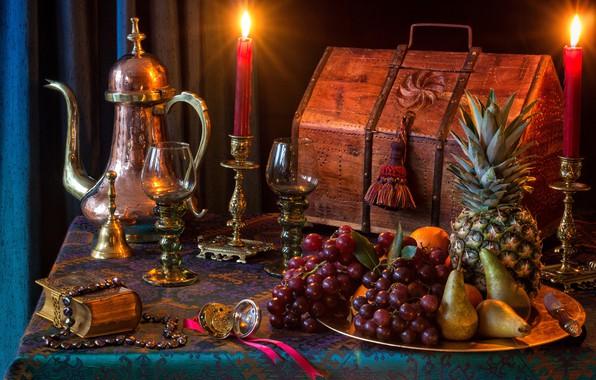 Картинка стиль, свечи, бокалы, виноград, книга, фрукты, ананас, сундук, натюрморт, груши, кофейник