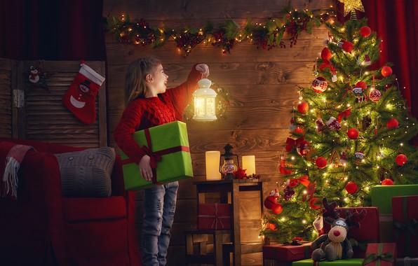 Картинка украшения, радость, игрушки, вечер, Рождество, девочка, фонарь, подарки, Новый год, гирлянда, 2018