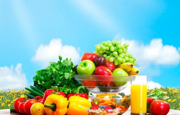 Картинка небо, облака, цветы, стол, фон, луг, фрукты, овощи, мокрые, вазочки