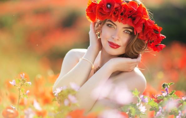Картинка поле, лето, взгляд, девушка, цветы, руки, макияж, прическа, венок, фотосессия, красные маки