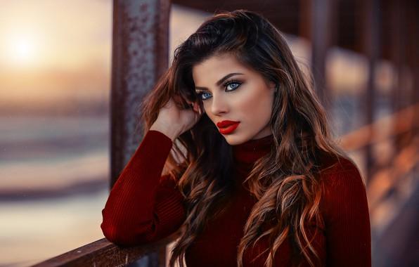 Картинка girl, long hair, photo, photographer, blue eyes, model, bokeh, lips, face, brunette, portrait, mouth, close …