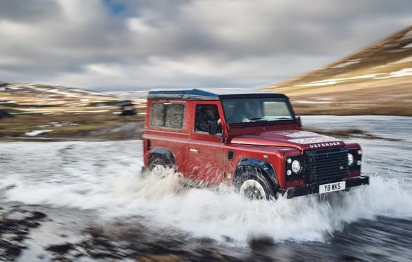 Картинка небо, облака, красный, река, холмы, поток, внедорожник, Land Rover, 2018, Defender Works V8, юбилейная спецсерия, …