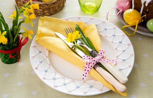 Картинка Пасха, нож, вилка, нарциссы, крашенки, сервировка, салфетки