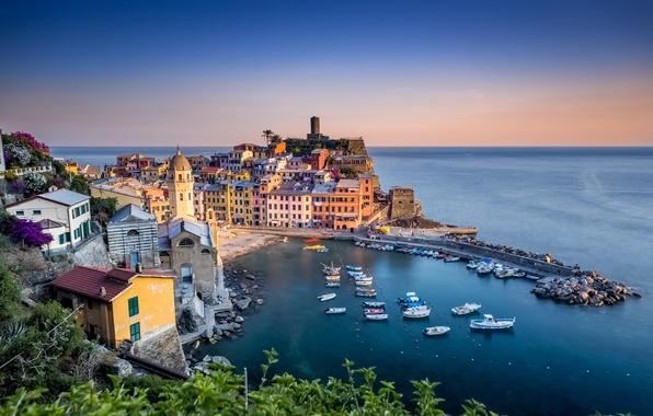 Картинка море, побережье, здания, дома, лодки, Италия, Italy, Лигурийское море, гавань, Вернацца, Vernazza, Cinque Terre, Чинкве-Терре, …