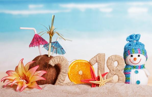 Фото обои песок, пляж, украшения, Новый Год, снеговик, happy, beach, 2018, New Year, snowman, decoration, holiday celebration