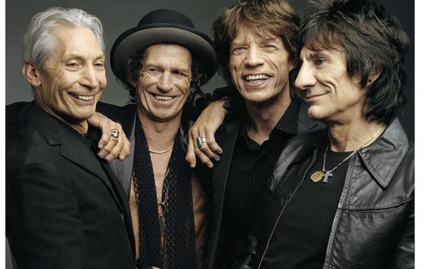 Картинка радость, улыбка, серый, фон, группа, The Rolling Stones, Mick Jagger, Keith Richards, классик, Ronnie Wood, …