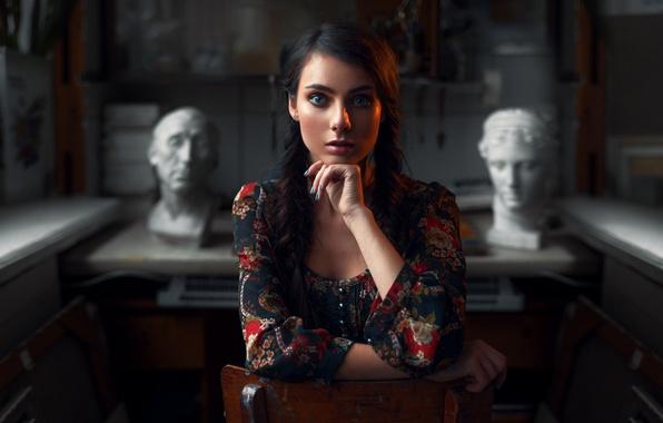 Картинка взгляд, девушка, милая, рабочий стол, портрет, брюнетка, light, красивая, studio, голубоглазая, beautiful, симпатичная, beauty, шикарная, …