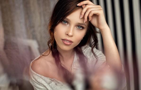 Картинка Девушка, Фото, Взгляд, Модель, Губы, Girl, Волосы, Косички, Глаза, Брюнетка, Brunette, Model, Beauty, Eyes, Photo, …