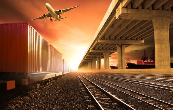 Картинка небо, солнце, самолет, фотошоп, рельсы, корабли, станция, вагоны, порт, железная дорога, зарево, гравий, шпалы, состав
