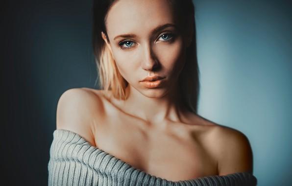 Картинка взгляд, девушка, фон, модель, портрет, макияж, прическа, красивая, плечи, свитер, боке, обнаженные