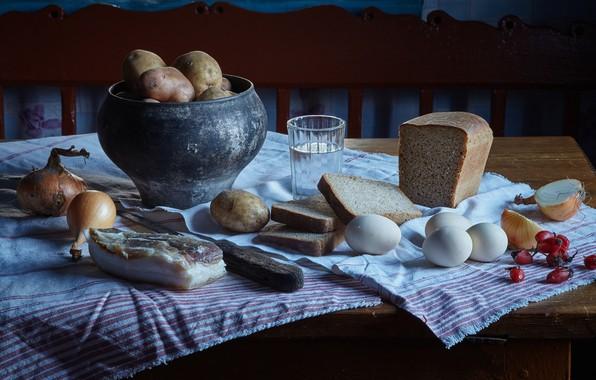 Картинка стакан, яйца, деревня, лук, шиповник, хлеб, натюрморт, водка, картошка, сало, чугунок