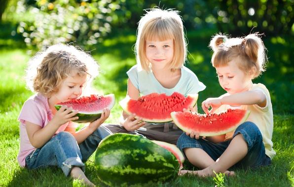 Картинка лето, трава, солнце, радость, дети, отдых, девочки, арбуз, summer, друзья, beautiful, sun, children, Little girls, …
