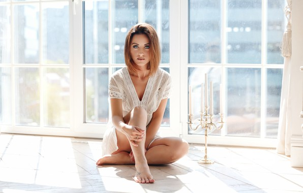 Картинка взгляд, девушка, поза, свечи, окно, на полу, подсвечник, Наталья Панина