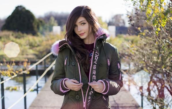 Картинка взгляд, девушка, мост, улыбка, милая, улица, куртка, красивая, русая, Карина Козырева