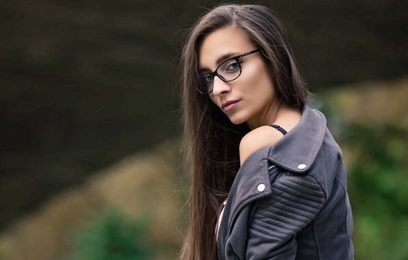 Картинка girl, long hair, brown eyes, photo, photographer, model, lips, face, brunette, glasses, looking back, portrait, …