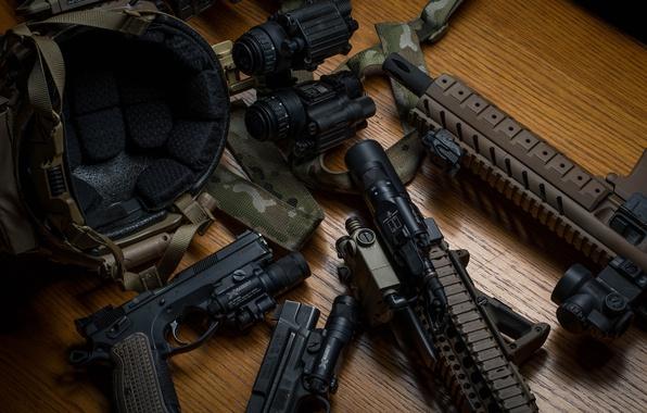 Фото обои пистолет, оружие, шлем, бинокль