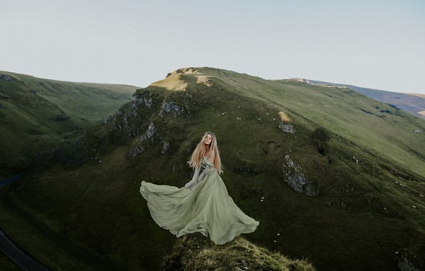 Картинка девушка, горы, природа, настроение, ситуация, платье, Rosie Hardy