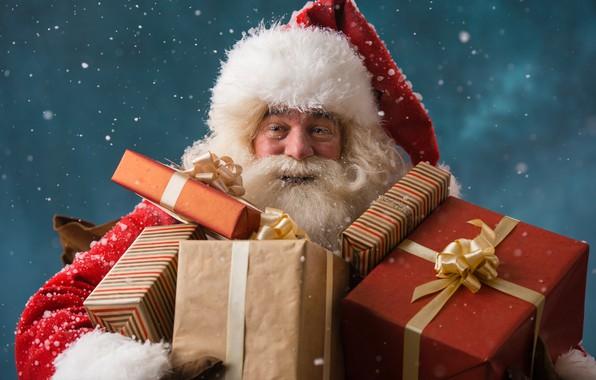 Картинка зима, снежинки, праздник, шапка, Рождество, подарки, Новый год, шуба, борода, Дед Мороз, красная, коробки, Санта-Клаус