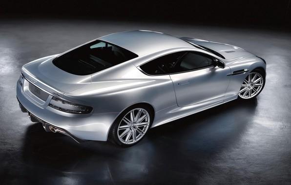 Фото обои Coupe, отражение, Aston Martin, диски, освещение, DBS, блики, блеск, ракурс