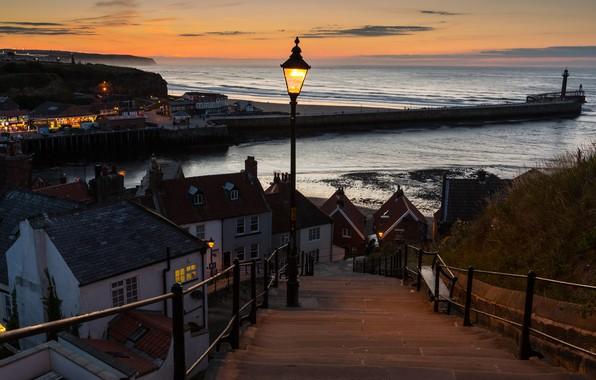 Картинка море, небо, пейзаж, закат, огни, побережье, маяк, Англия, дома, вечер, горизонт, фонари, пирс, Whitby