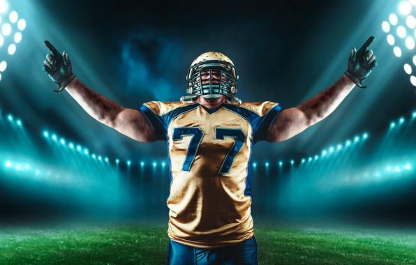 Картинка поле, трава, поза, спорт, футболка, перчатки, шлем, спортсмен, американский футбол, мужчина, униформа, стадион, прожектора, игрок