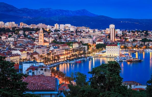 Картинка море, город, огни, башня, дома, вечер, панорама, Хорватия, Сплит