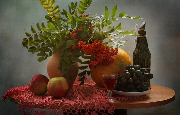 Картинка ветки, стол, фон, вино, яблоки, бокал, бутылка, ягода, тарелка, виноград, ваза, натюрморт, красная, рябина, скатерть, …