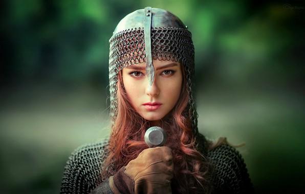 Картинка зелень, девушка, фон, портрет, меч, макияж, прическа, шлем, красотка, рыцарь, кольчуга, боке, Olga Boyko, A …