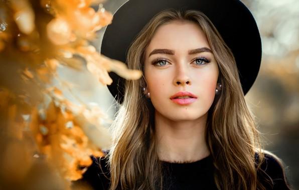 Картинка осень, взгляд, листья, солнце, модель, портрет, шляпа, макияж, прическа, шатенка, красотка, в черном, боке, Bogdana, …