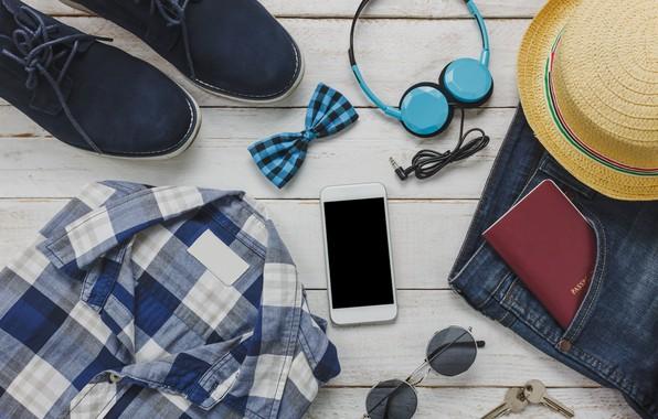 Картинка бабочка, обувь, шляпа, наушники, очки, телефон, рубашка, ключи, путешествие, деревянный фон, паспорт