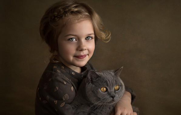 Картинка кошка, взгляд, лицо, улыбка, фон, настроение, девочка