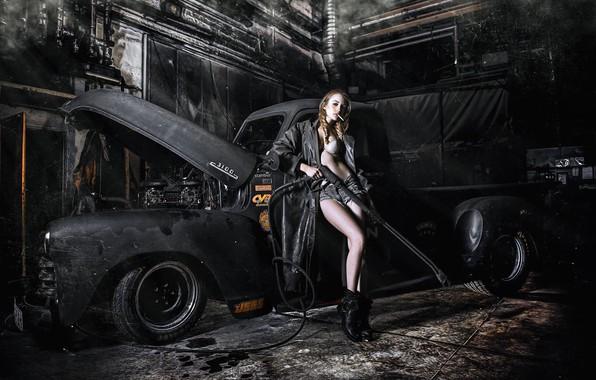 Фото обои поза, сигарета, плащ, шорты, автомойка, пикап, CARWASH RETRO, девушка, машина, авто