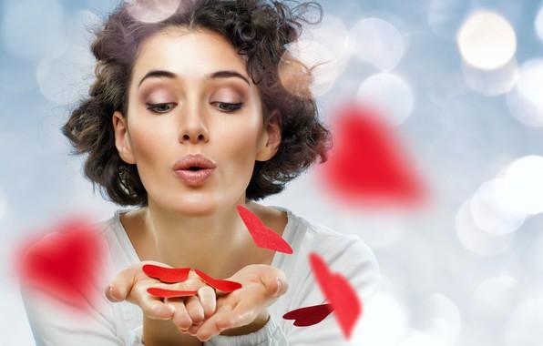 Картинка блики, фон, макияж, прическа, сердечки, красные, шатенка, красотка, День святого Валентина