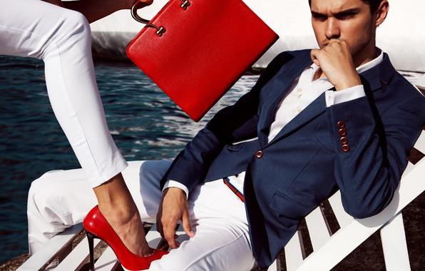 Картинка взгляд, девушка, стиль, костюм, мужчина, сумка, нога, туфли красные