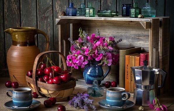 Картинка цветы, пузырьки, стиль, ягоды, книги, кофе, чашки, полка, кружки, кувшин, натюрморт, корзинка, черешня, букетик, лаванда, …