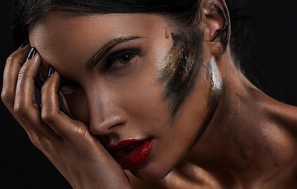 Картинка взгляд, лицо, стиль, модель, рука, макияж, грязь