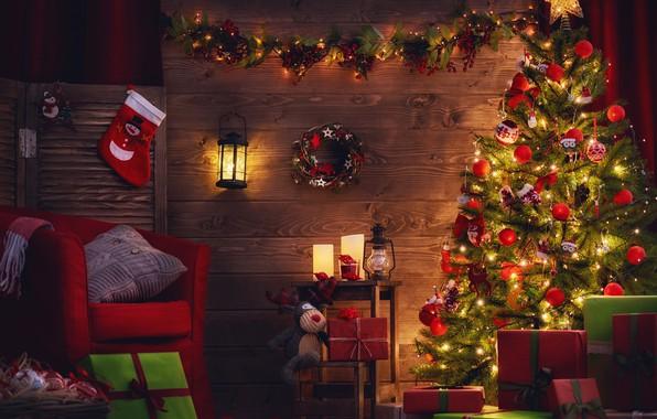 Картинка огни, комната, праздник, игрушки, лампа, новый год, рождество, кресло, носок, фонарь, подарки, керосинка, подушка, ёлка, …