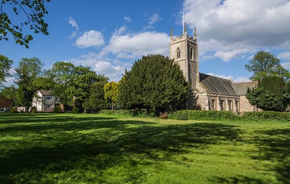 Картинка зелень, лето, небо, трава, солнце, облака, деревья, поляна, деревня, церковь, Великобритания, скамейки, кусты, Morton, церковь ...