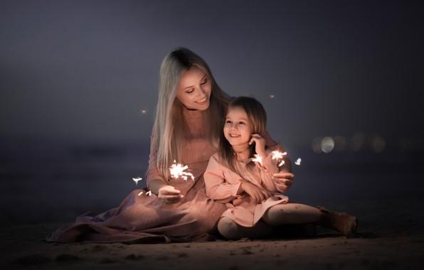 Картинка фон, настроение, девочка, бенгальские огни, мама с дочкой