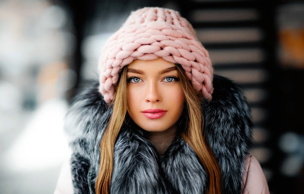 Картинка girl, long hair, photo, photographer, blue eyes, model, beauty, bokeh, lips, face, blonde, fur, portrait, …
