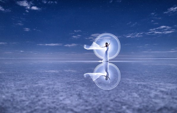 Фото обои платье, отражение, настроение, танец, Kim Henry